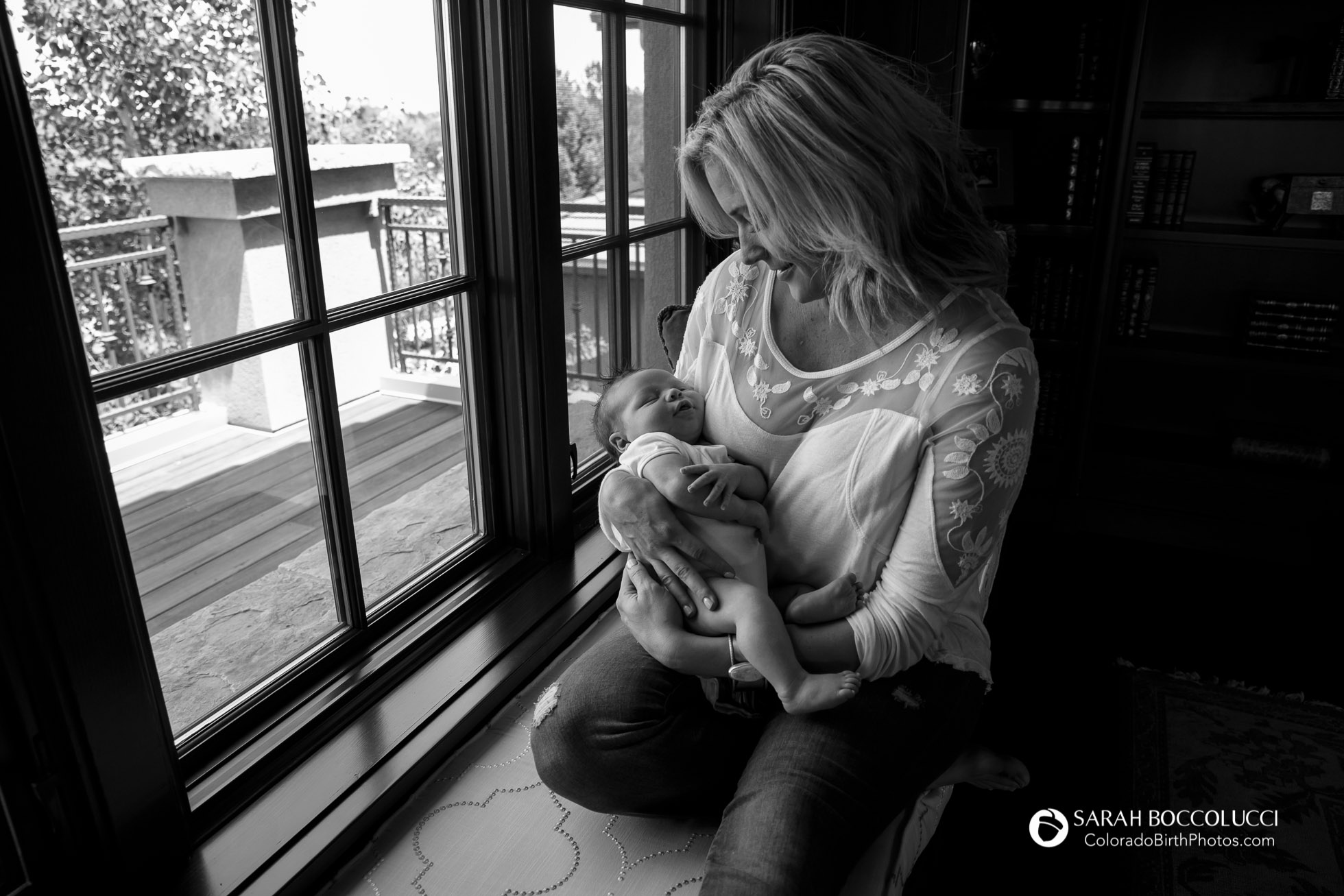 Boulder_Colorado_Newborn_Photography_Mother_and_Baby_At_window